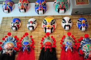 老绍兴黄酒品尝,中国结现场教学,京剧脸谱现场教学,更有气球小丑和图片