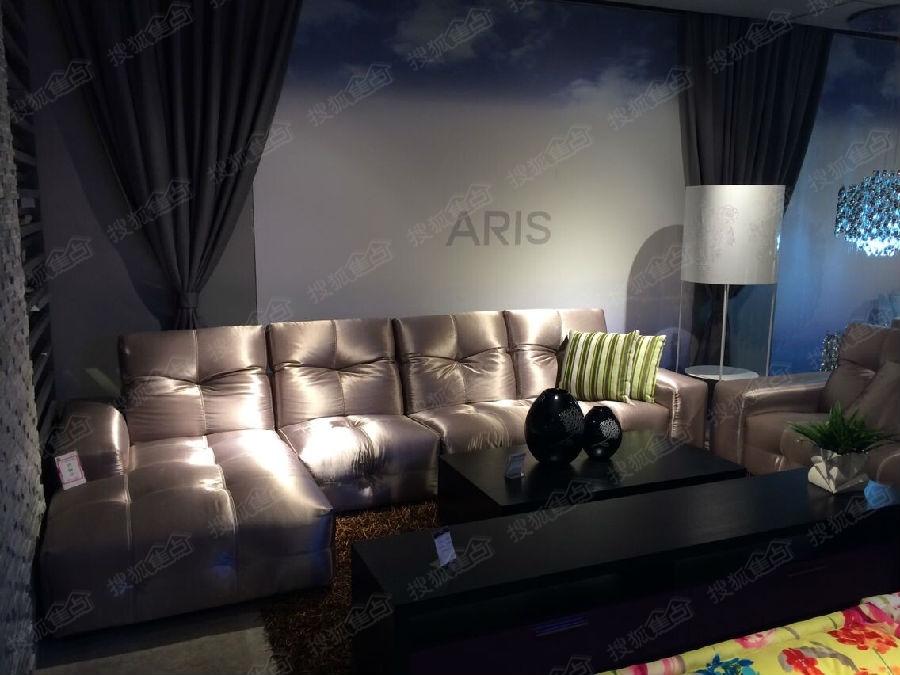红星美凯龙2楼爱依瑞斯沙发软床高清图片