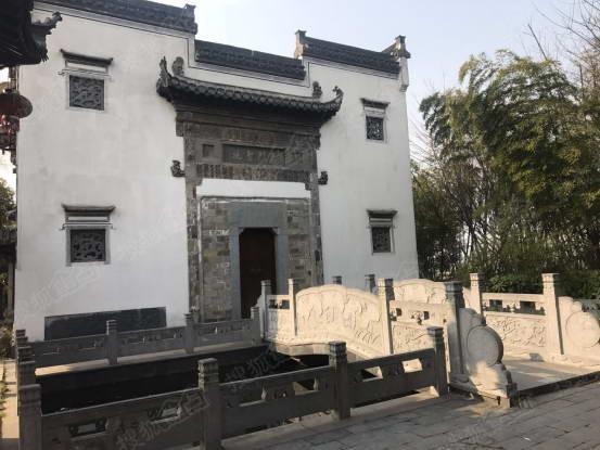 徽州古建筑的白墙青瓦,还挺古朴,不过徽派建筑我还是推荐大家去黄山