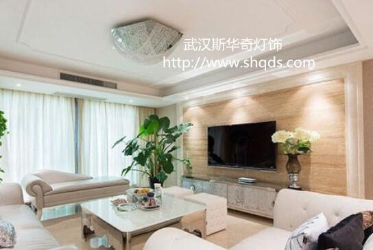 华丽的客厅,它融合了多种元素:奢华、古典、优雅大气.客厅