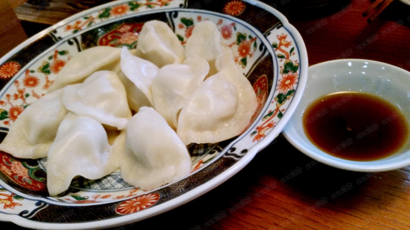春节狂欢会# 晒团圆饭 春节团圆饺子香,第一次不在北京过年!