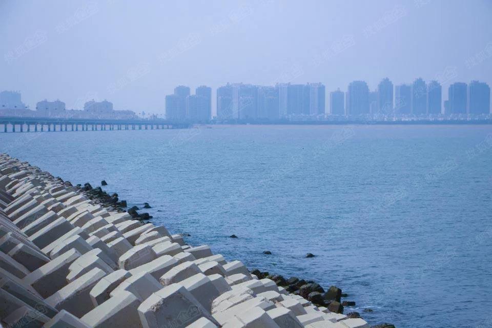 连理岛位于烟台市海阳,连接万米海阳金沙滩,2012年亚洲沙滩运动会室外