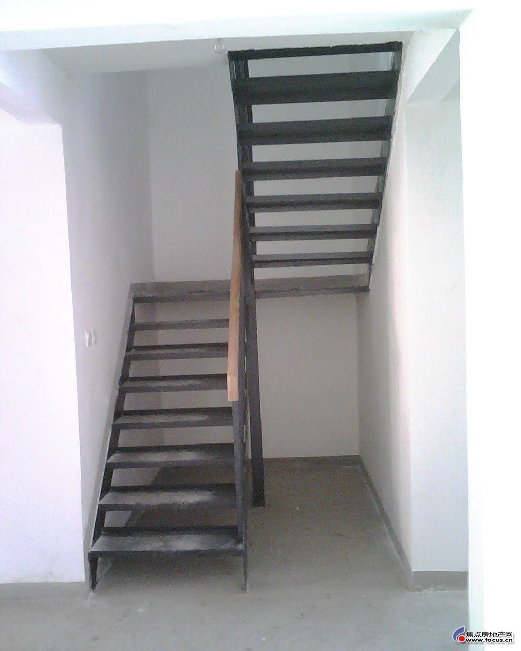 楼梯结构看起来很结实