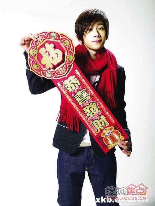 虎年春晚台湾魔术师刘谦又带来难度更大的近景魔术让硬币...
