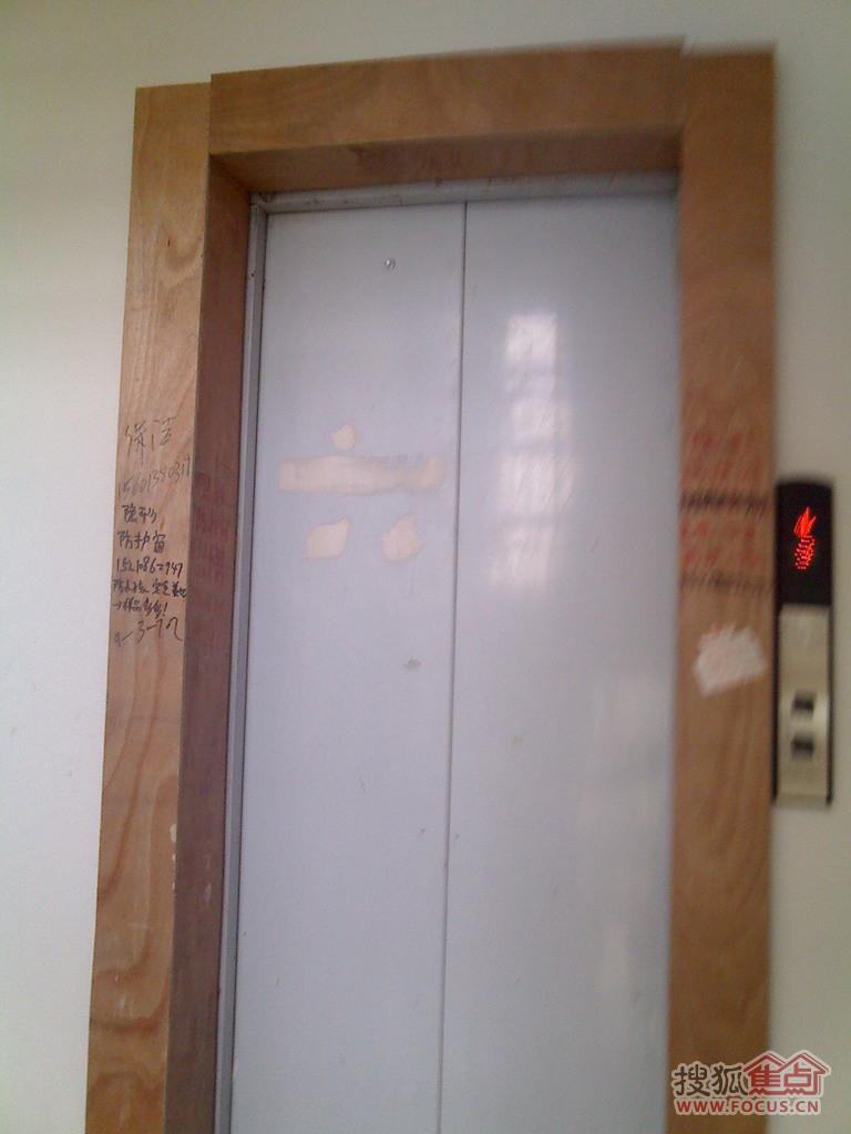装修完的单元电梯保护该撤除了高清图片