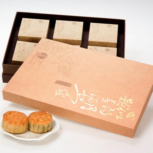 广式月饼1盒(6块,80克/块),玫瑰豆沙,蛋黄白莲,广式五仁,各2