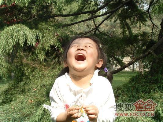 欧美可爱萌小孩大笑