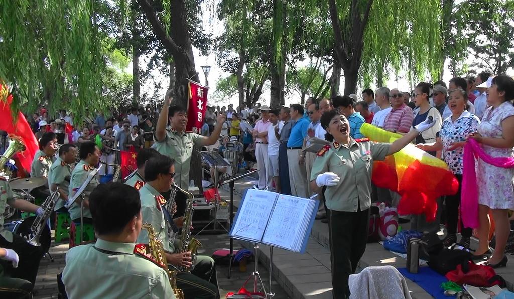 5.演出前奏曲——《打靶归来》乐团首席李指挥携手乐队奏响首曲   6.