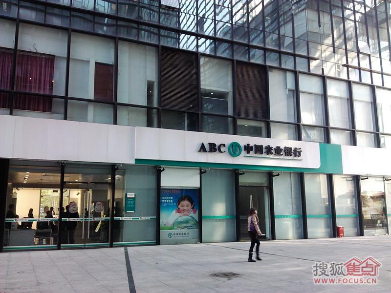 边写字楼:中国凤凰大厦,荣超经贸中心,安联大厦,诺德金融中心