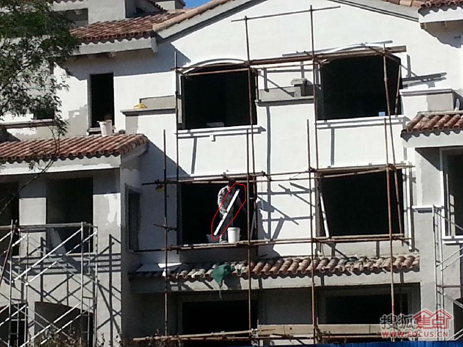 坑爹啊 这房子外墙上的装饰造型 装饰线 窗台 窗眉 竟用的高清图片