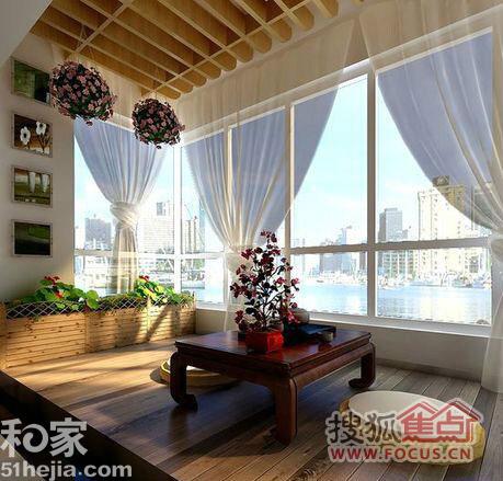 原木色吊顶与深色木质地板相辅相成,以大面积落地玻璃窗来代替阳台图片