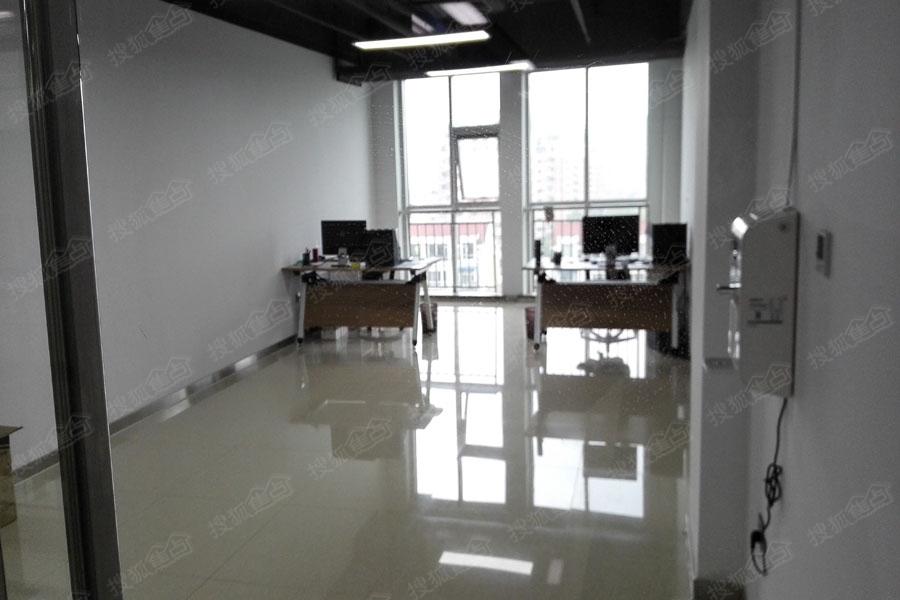 际中心实景图 办公室单间样板间高清图片