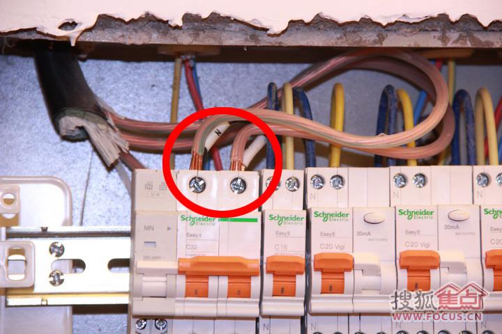中海凯旋门入户电线不做挂锡处理隐患多