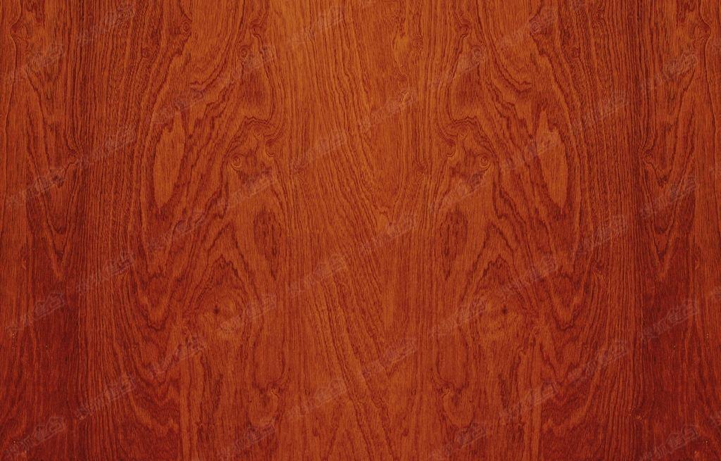 系欧式风格家具,条纹沙发与优雅的,具有大型花纹图案的橡木地板相搭配