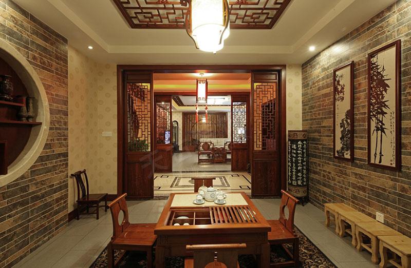 电视墙的造型简约现代,用木线条现场制作的木格,木色的线条和极富中式图片