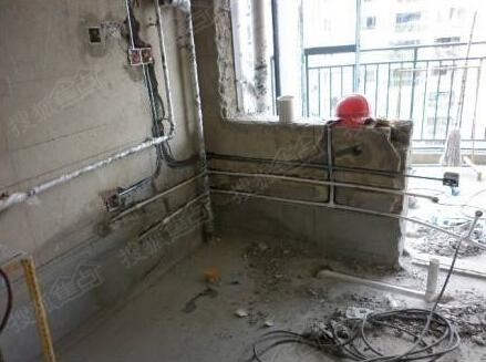 ...走顶未做加固后期易松动可能致使瓷砖掉落   横向开槽超过 ...