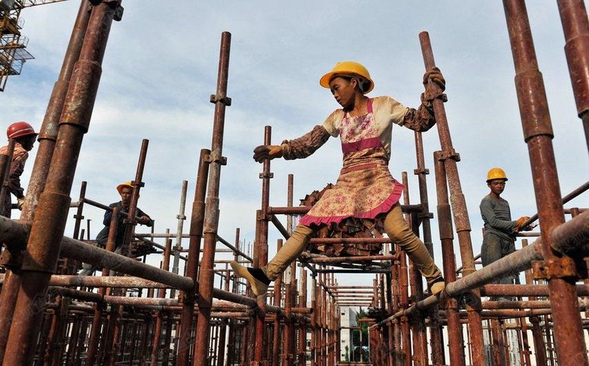 故事:中国建筑工地上的女人们(组图)