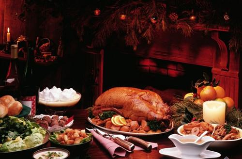 英国人在圣诞节是最注重吃的,食品中包括烧猪、火鸡、圣诞布丁、-