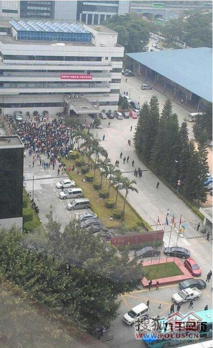 深圳南山科技园海量存储设备公司员工罢工现场-聚集很多人