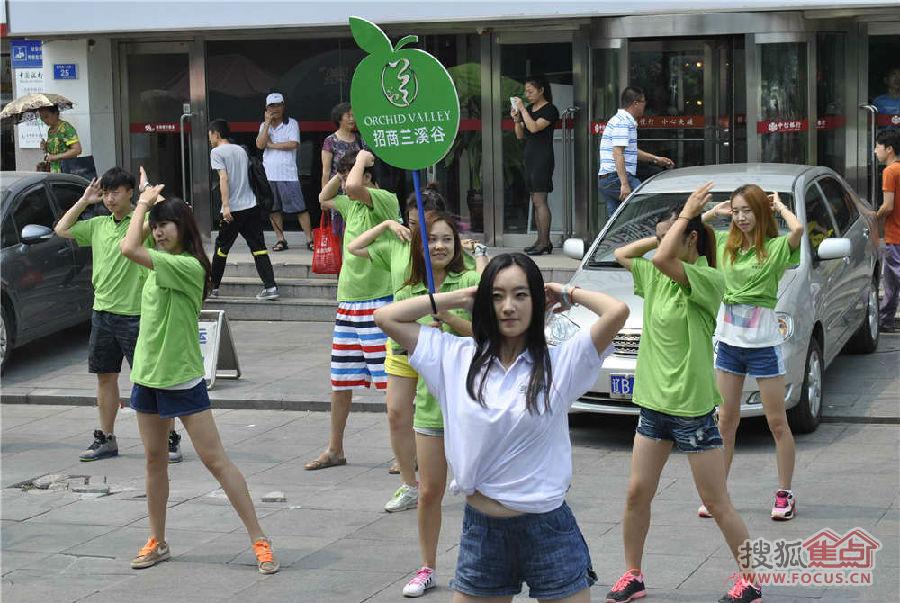 广场舞小苹果教学::小苹果广场舞mv图片::美女版广场