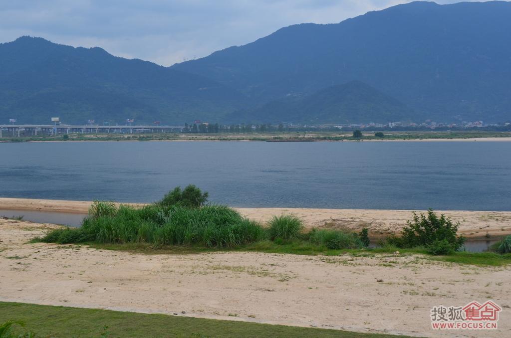 江边的风景不错吧,现在带大家看看博仕后龙港的营销中心.