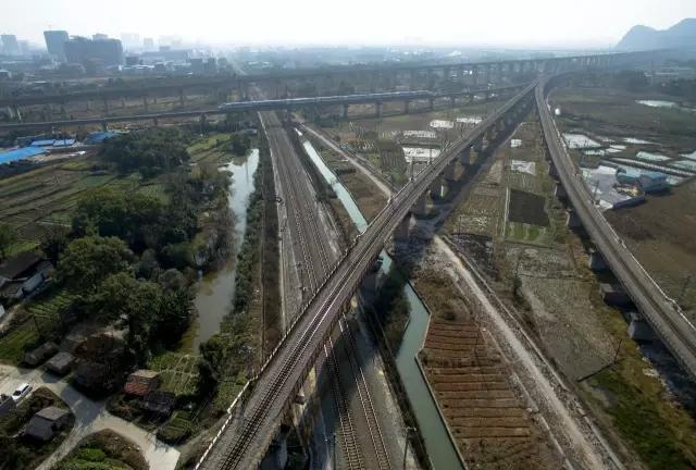 动车俯视图-桂林各大火车站俯瞰图,比谷歌地图清晰多了