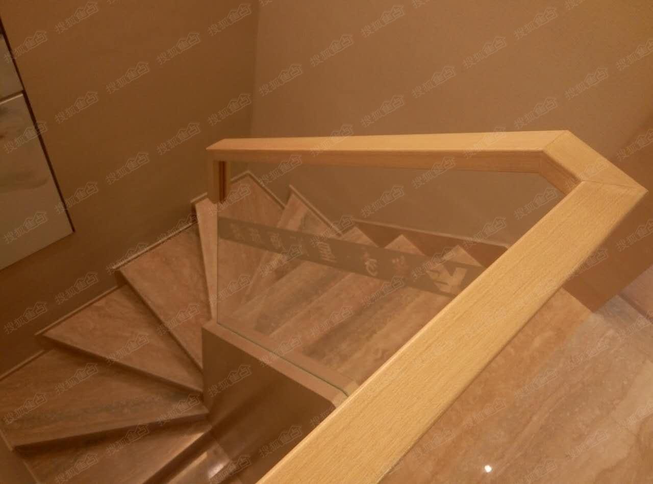 50平loft公寓样板间图-楼梯俯视