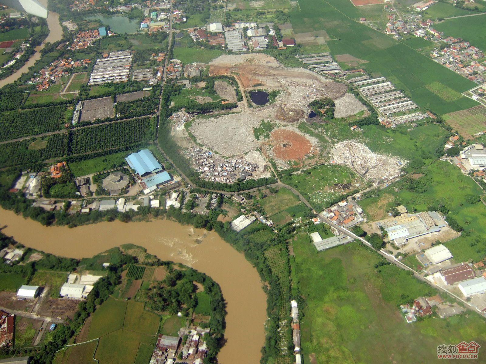 广州业主论坛 富力半岛花园业主论坛 > 图:在印尼苏门答腊群岛的上空