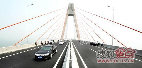 丁字湾跨海大桥 投资过亿,推动青岛发展
