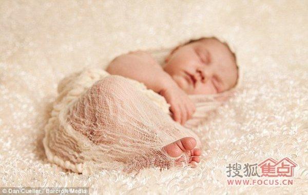 新生儿极其可爱的睡姿照片