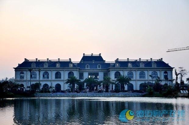 悦海湾建筑采用东南亚热带简约园林风格