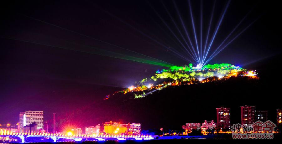 三亚湾凤凰岛夜晚灯光的变换