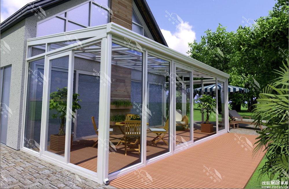 这种类型的阳光房一般是铝包木或纯木结构架,外加夹胶中空钢化玻璃