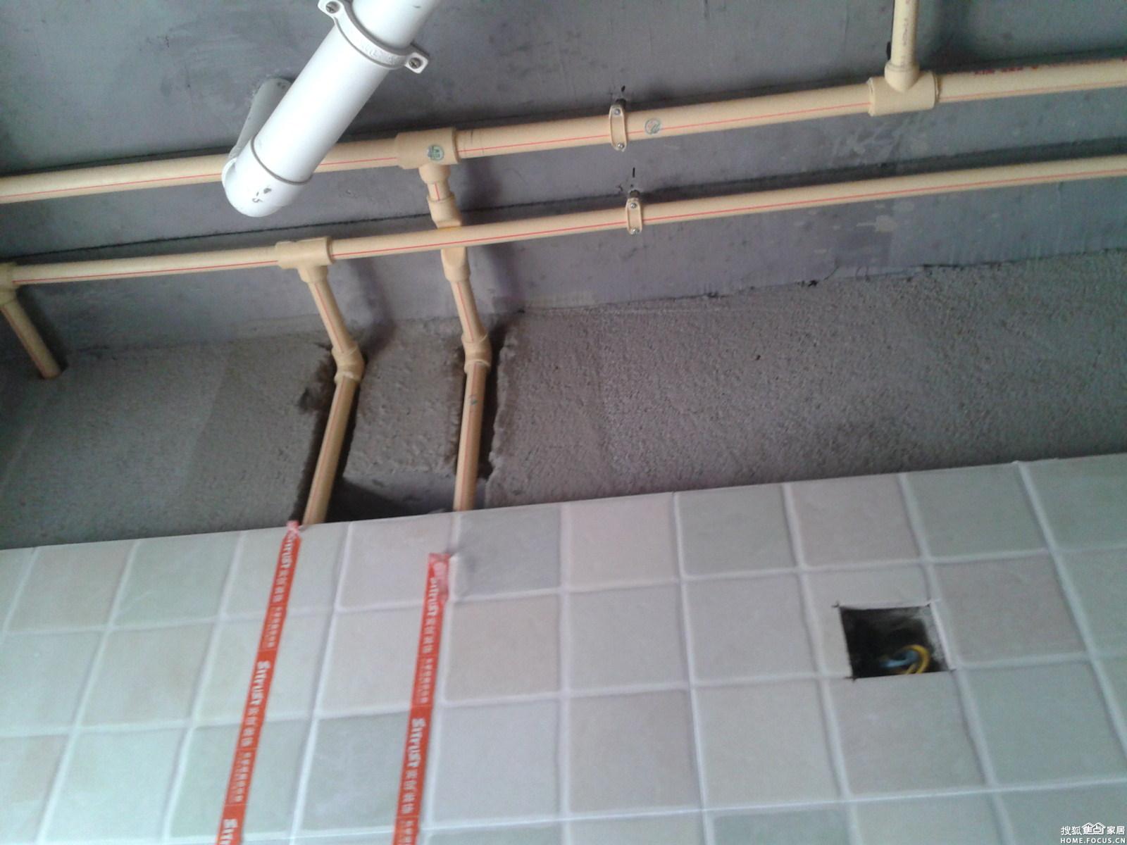 ...走顶理由是减少对地面防水层的破坏便于维修检查.装饰公司...