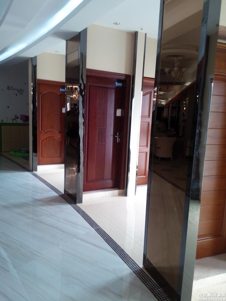 卧室门安装   木地板安装   捷诚装饰瓷砖展示厅   海南装高清图片