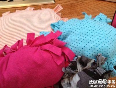图:旧衣服变废为宝做小抱枕