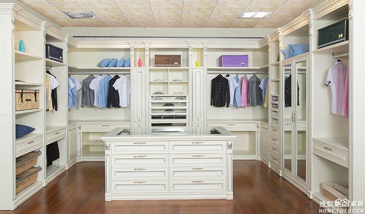 步入式衣柜效果图 上海装修 -的材料来做 一般情况五金对于衣柜生产