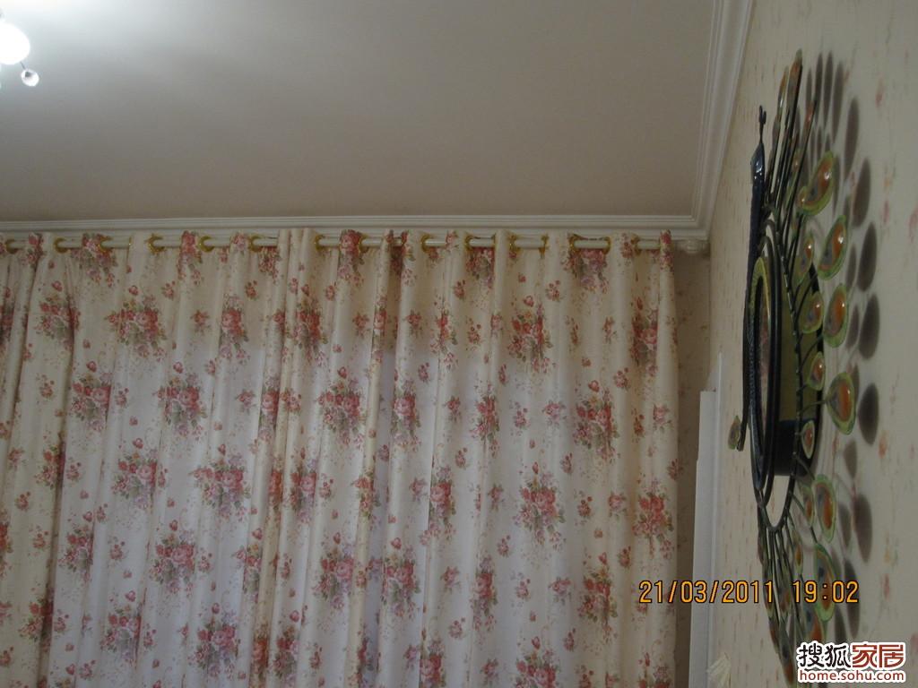 个马赛克大门套,我把布帘放在了这里,也有着分割空间的作用 高清图片