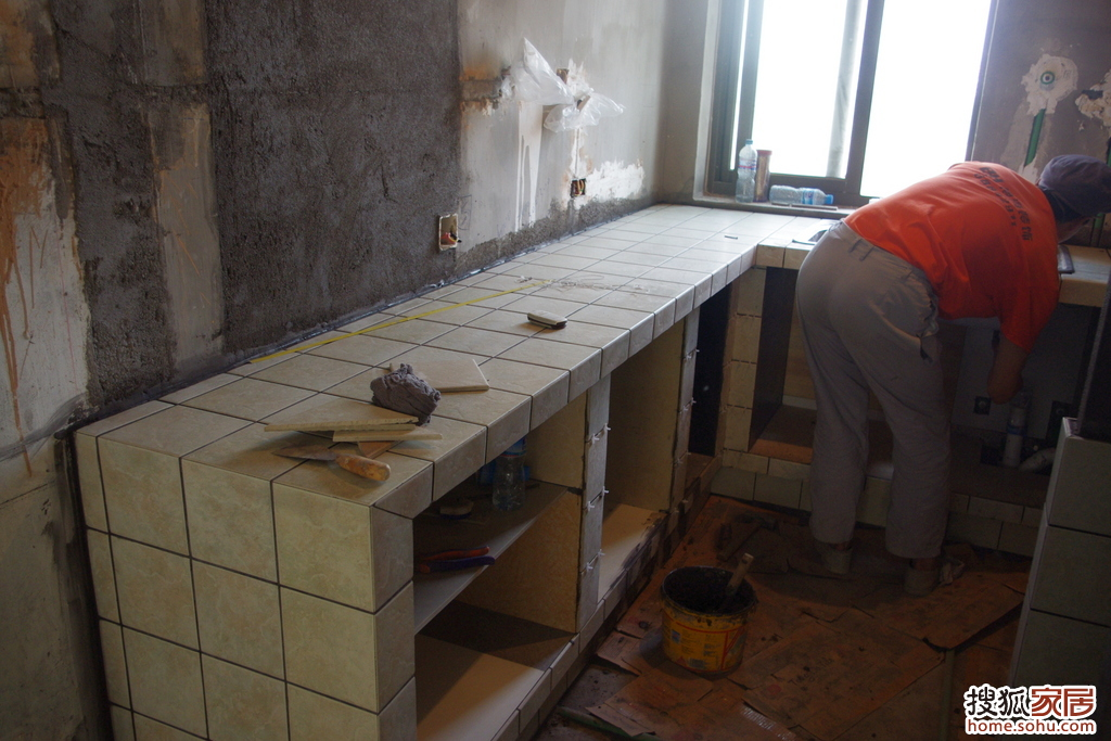 我家的厨房只有2米*2米5,貌似不能容纳我那梦想的农村大灶台.图片