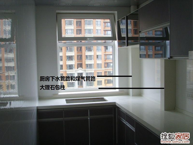 厨房的下水管 天然气管包柱一般 长春装修论坛高清图片