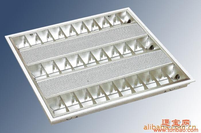 格栅灯:T5,V型格栅,镜面安装方式:嵌入式功率:3x14W产品尺寸:598*598*50mm 灯具材质:1、灯体采用0.5mm优质冷扎钢板制造,表面经除锈、除油、防锈及静电粉末喷涂处理,美观耐用,不易生锈。2、格栅罩采用镜面铝或哑光铝制造,正常使用10年光色不变。适用场所:写字楼、学校、行政办公楼、商场、机场、工厂等。 型号 额定功率功率因数流明系数灯电流波峰比适应光源 平均寿命RXDBZ214-5492X14W0.