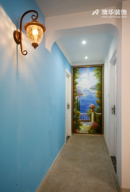 走廊里的小巧思:用一副风景画来完成隐形门的设计.