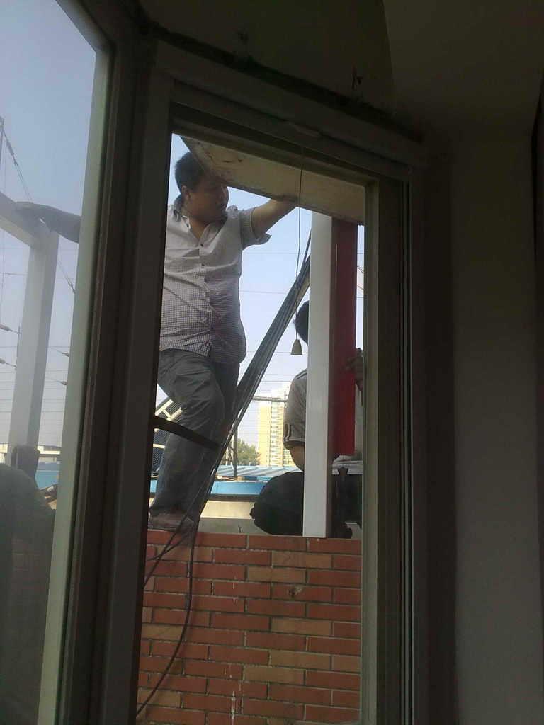 因为玻璃和窗户需要等钢结构安装完毕后