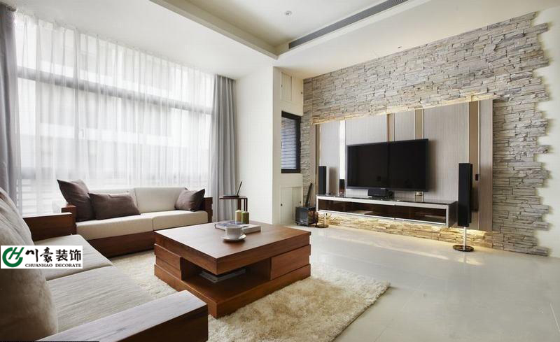 沙发背景墙和电视墙皆使用自然抚触的天然石材壁布及实木地板营造休闲