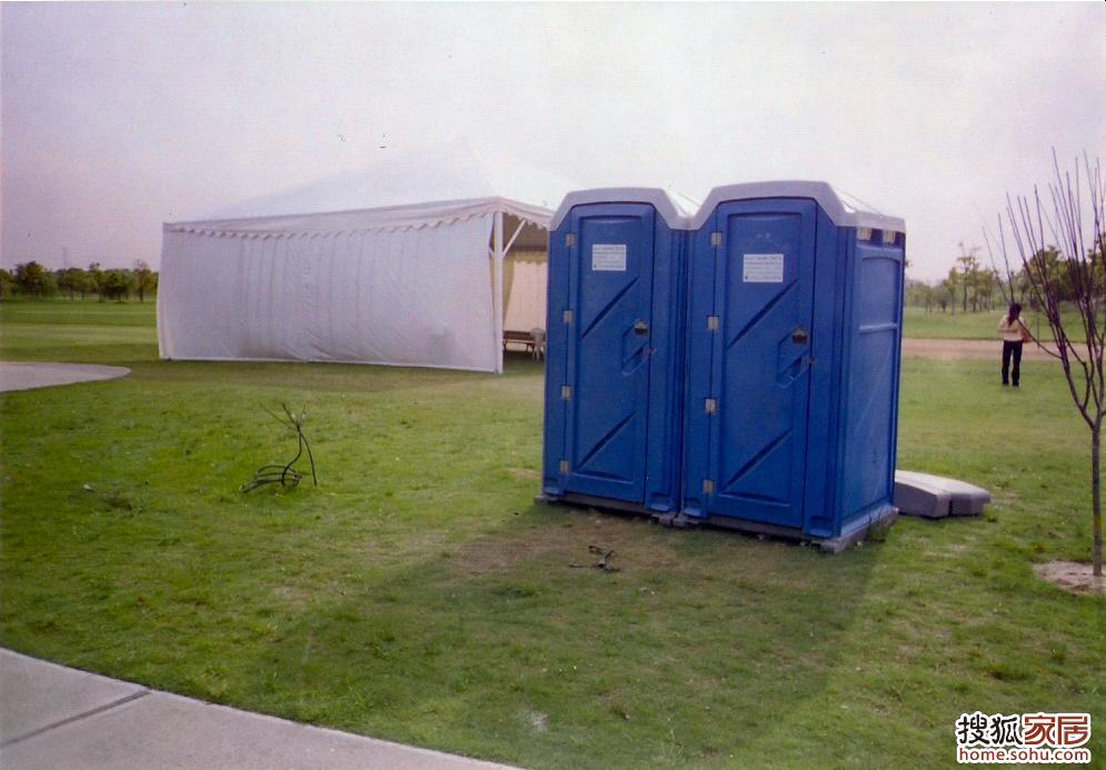 户外厕所设计图片