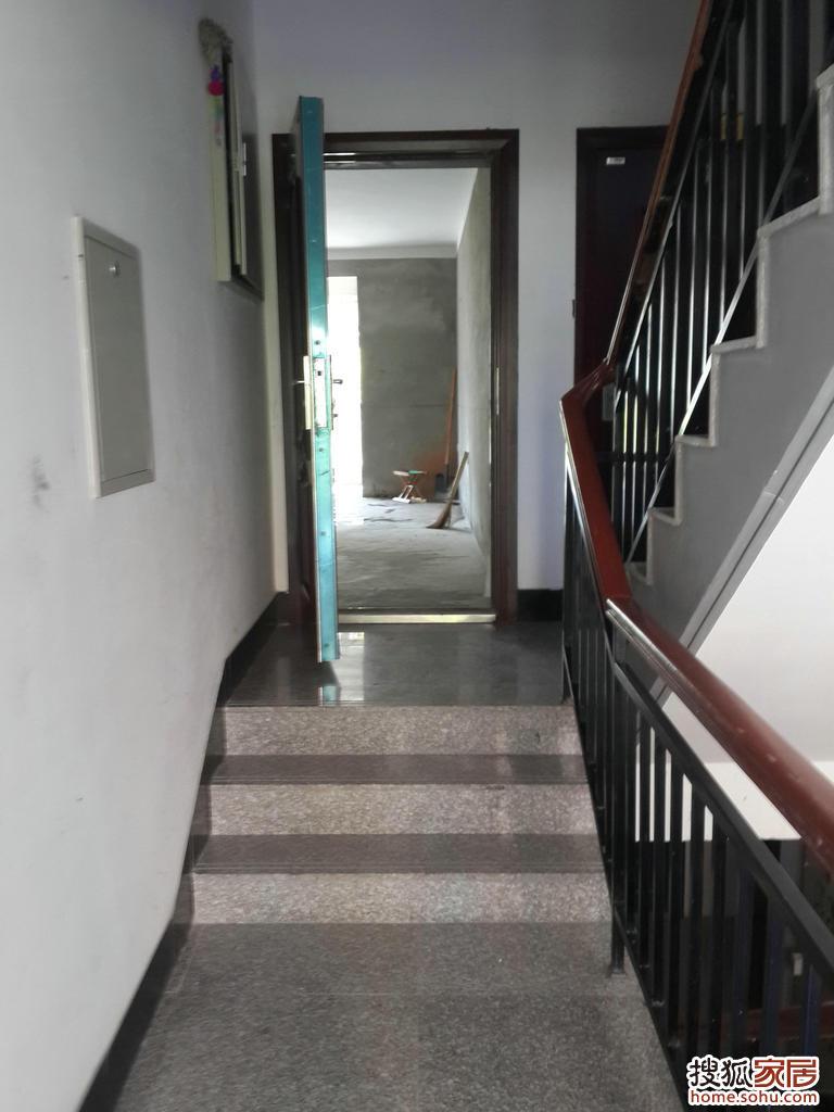 楼梯斜坡下鞋柜