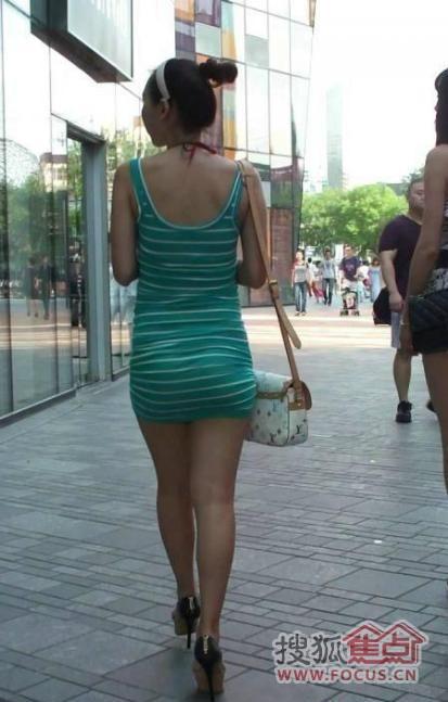 图:美女都怀孕了还穿成这样