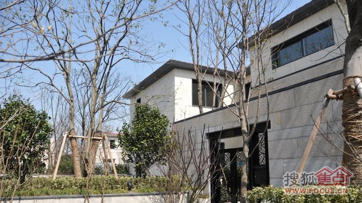 > 图:上海豪宅之行 绿城玫瑰园 万科翡翠别墅 龙湖滟澜山