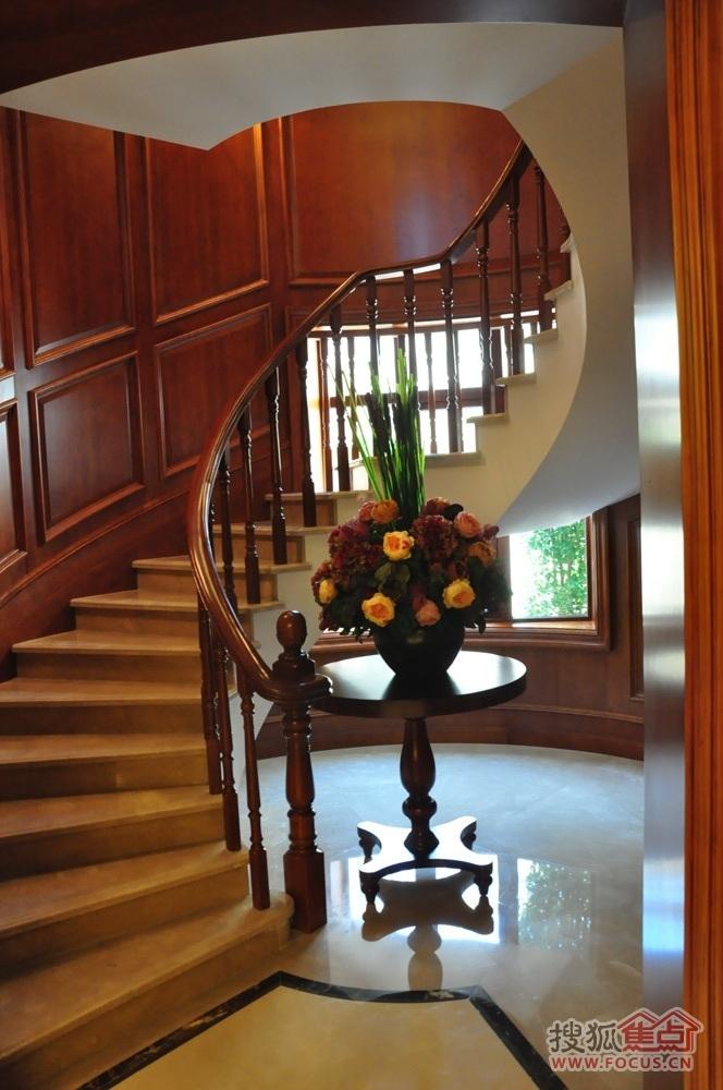 绿城别墅样板房楼梯