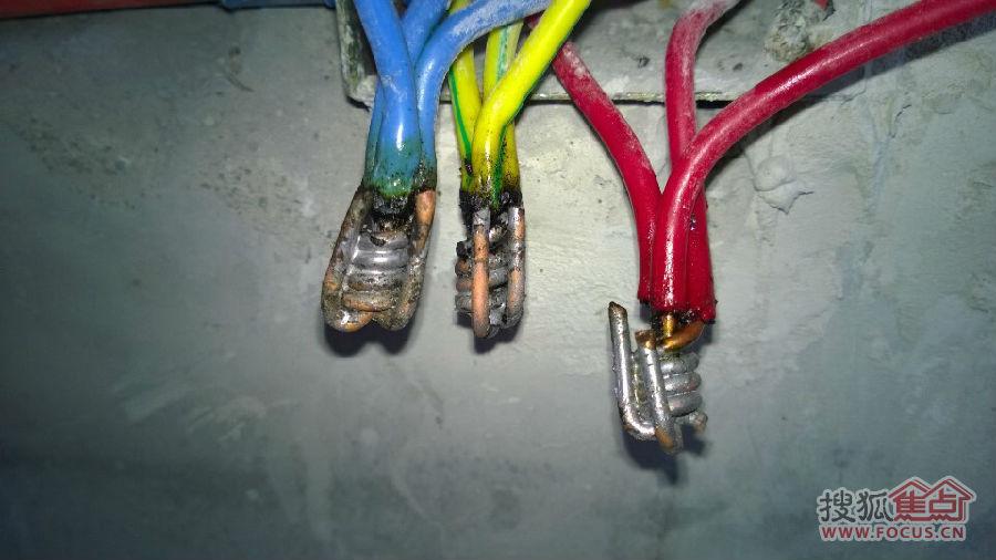 对于三爪插头,火线零线地线分别是对应什么颜色的导线